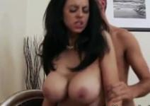 Coroa brasileira amadora no primeiro filme porno