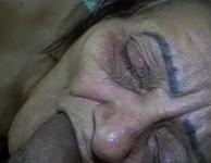Velha brasileira engolindo a rola do rapaz novinho