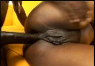 Mulata bucetuda tentando dar o cuzão gostoso