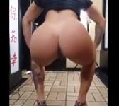 Novinha dançando pelada com bucetão a mostra