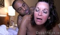 Sexo com madura gozando na rola do negro