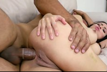 Sexo com prima liberando o cuzinho quase virgem