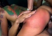 Dupla penetracao caseira ficando arrombada com dois negões