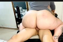 Gostosas nuas do bumbum grande cavalgando no pênis