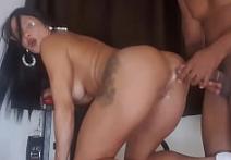Porno mini saia da morena trepando com força