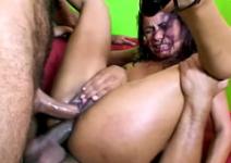 Suruba com esposa gritando na dupla penetração