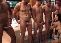 Surubas amadoras da brasileira mamando vários