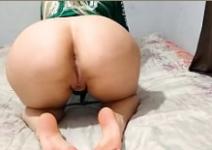 Novinha safada dando a buceta grande