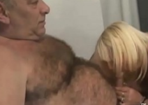 Porno com coroas brasileiras dando só o cu