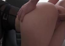 Sexo no taxi com a gotosinha pelada