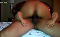 Sanduiche de buceta comendo a vagina da gostosa