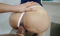 Mulher gostosa dando o rabo para um dotado safado