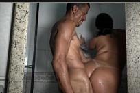 Negra novinha pelada fodendo no banho com safado