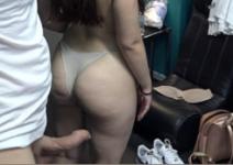 Novinha de legging trepando com roludo safado