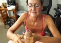 Tia fogosa fazendo sexo oral no macho