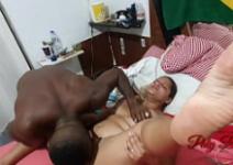 Homem chupando grelo da mulher gostosinha